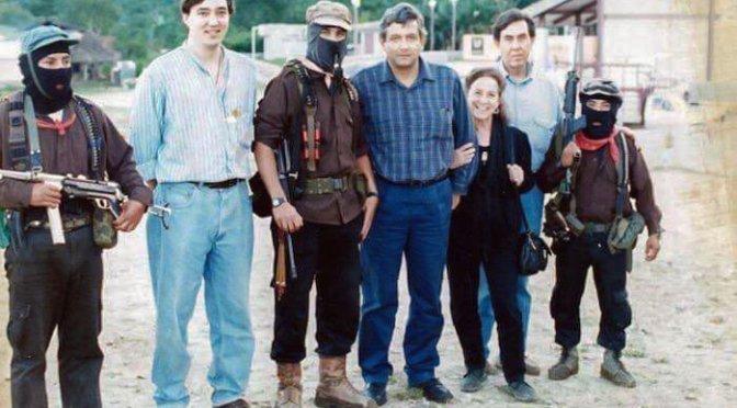 López Obrador comparte foto donde aparece con el Subcomandante Marcos