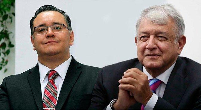 Un pie en el gobierno y el otro en Morena