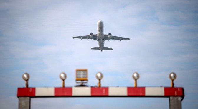 Detienen aeropuerto de Jalisco