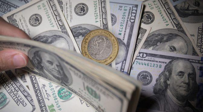 Peso registra ganancia de 0.42%; dólar cotiza en 24.39 en bancos