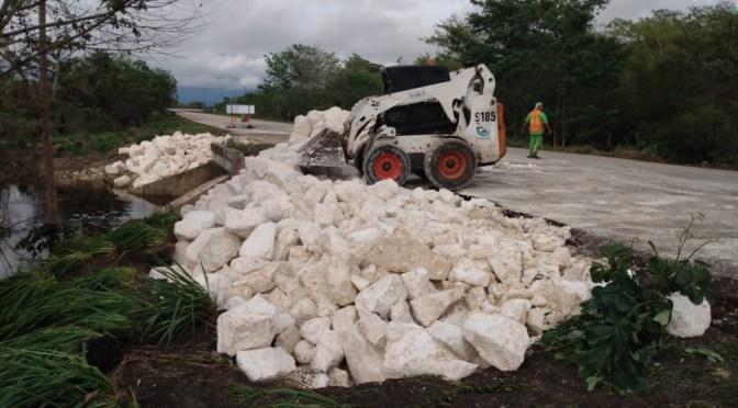 "Trabaja SCT para rehabilitar las carreteras afectadas por la tormenta tropical""Cristóbal"""