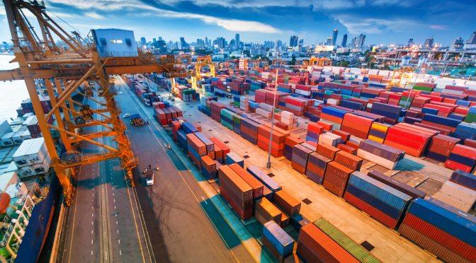 Exportaciones de México a EU se desploman 48% en abril, su mayor caída en la historia
