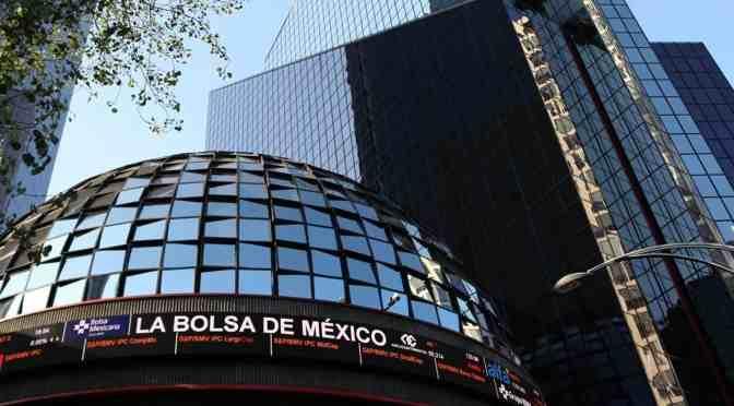 Bolsa mexicana desciende ante repunte global de casos de coronavirus