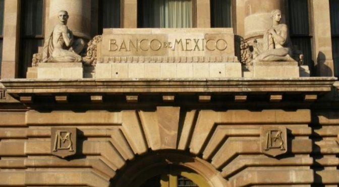 La Junta de Gobierno del Banco de México decidió disminuir en 50 puntos base el objetivo para la Tasa de Interés Interbancaria a un día a un nivel de 4.5%, con efectos a partir del 14 de agosto de 2020