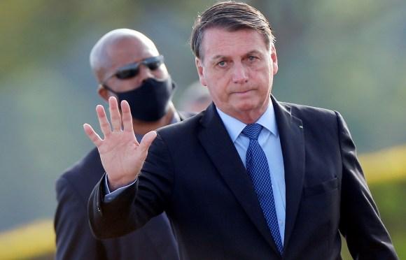 """Bolsonaro sigue """"sin complicaciones"""" y ya sin sonda tras una cirugía renal"""