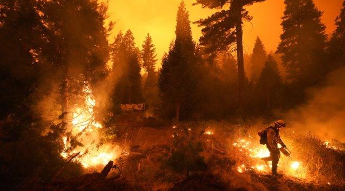 California: Enorme incendio forestal amenaza hogares