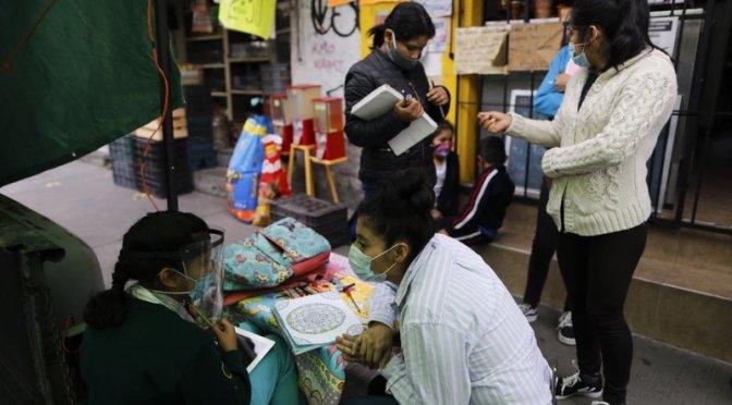 Tortillería ayuda a niños a tomar clases
