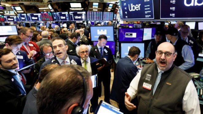 Futuros de los índices bursátiles estadounidenses cayeron este viernes debido a preocupaciones de contracción