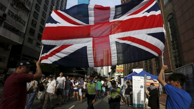 Economía del Reino Unido se contrae, pero podría evitar una recesión doble