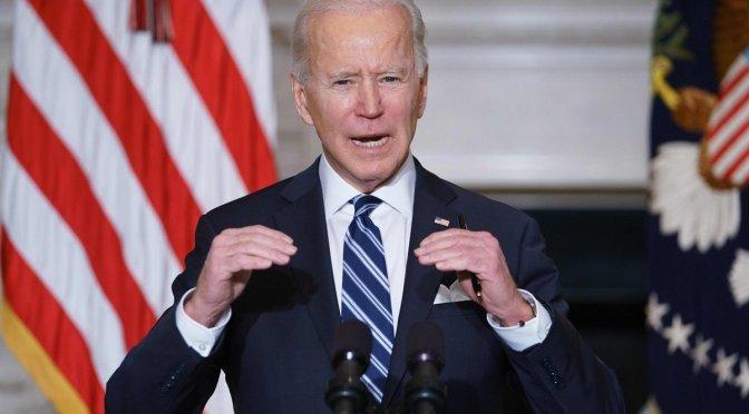 Biden defiende sus firmas para revertir decretos presidenciales de Trump