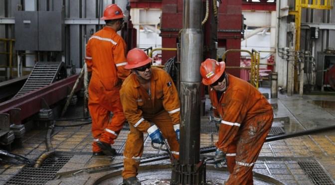 Un tercio de los trabajadores de petróleo y gas enfrentaron recortes salariales en 2020 debido a la pandemia
