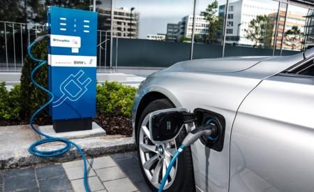 Ventas de coches híbridos enchufables y eléctricos en Europa superan el millón en 2020