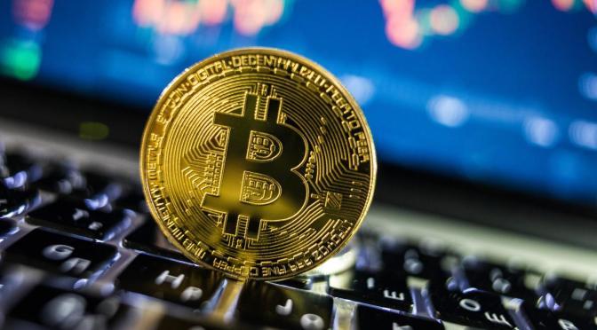 Bitcoin cae 5.84% para llegar a los 43,418