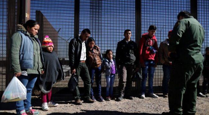 Estados Unidos cancela programa de Trump y considera vuelos para solicitantes de asilo