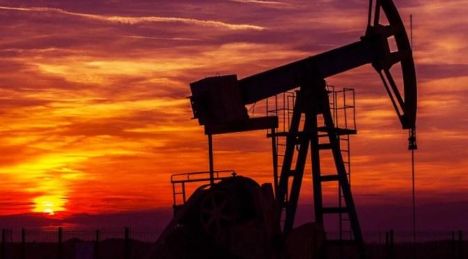 Existencias bajan a medida que el petróleo caliente aumenta la inflación