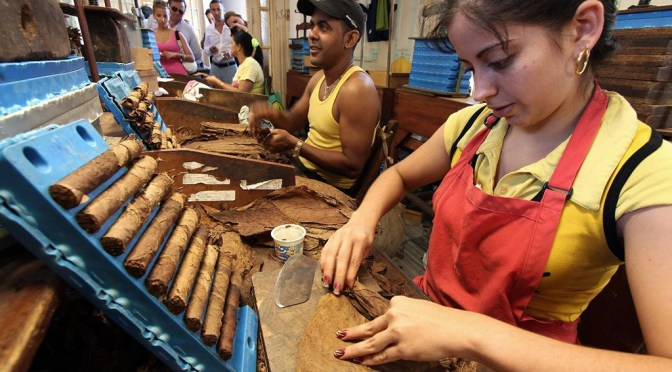 Cuba elimina lista de trabajos permitidos en el sector privado