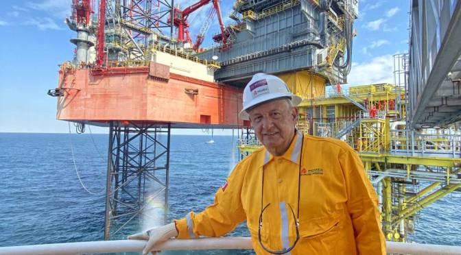 López Obrador lanza ley que podría suspender permisos petroleros