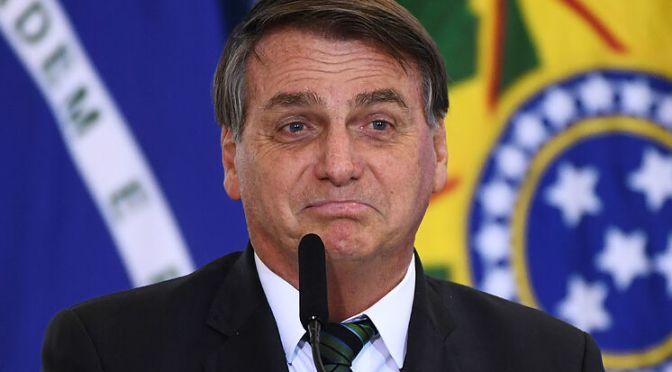 """Tras récord de muertes por Covis-19, Bolsonaro les dice a los brasileños que dejen de """"lloriquear"""""""