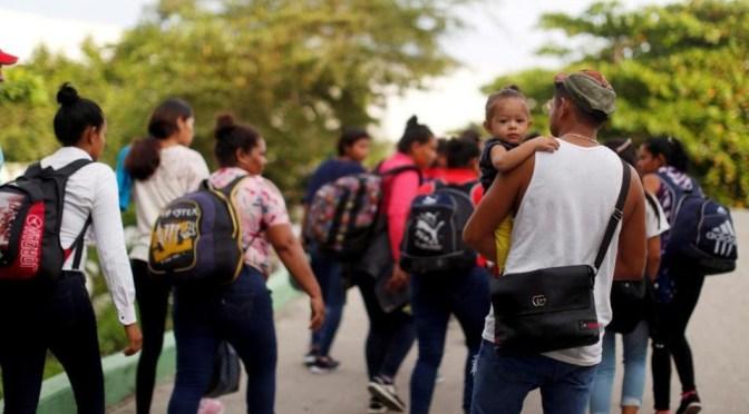 Estados Unidos podría cubrir viajes y atención médica para familias migrantes separadas por Trump