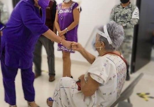 Alcaldesa de Solidaridad celebra repuesta de habitantes ante vacunación contra el COVID-19