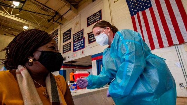 Estados Unidos acumula 30.7 millones de casos confirmados de COVID-19