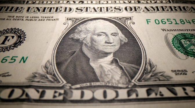 Dólar se cotiza por encima de sus mínimos de dos semanas