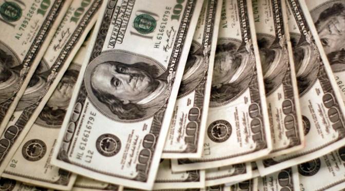 Dólar cotiza por encima de los mínimos de varias semanas