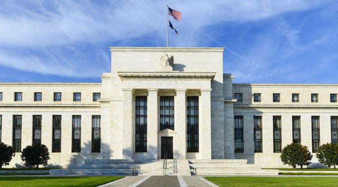 Fed dice que la economía de Estados Unidos todavía necesita apoyo del banco central