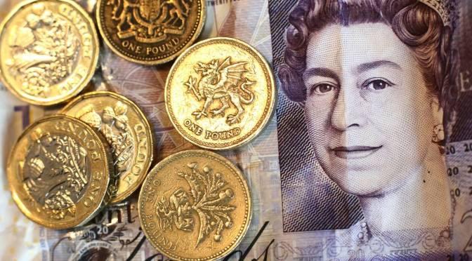 Libra esterlina se desliza frente al dólar al cierre de la semana