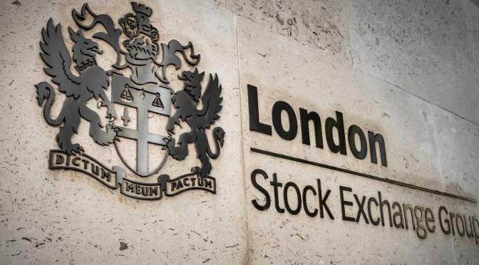 FTSE 100 bajó como consecuencia de la baja en las acciones de las  empresas orientadas a la exportación y las existencias de energía
