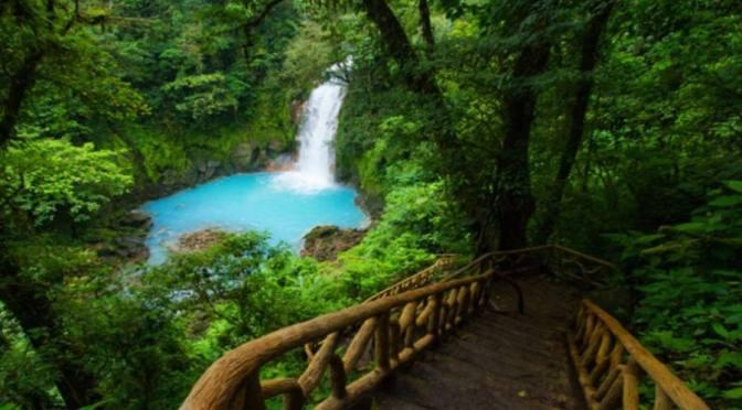 Nueva ola de infección por COVID-19 amenaza la reactivación turística de Costa Rica