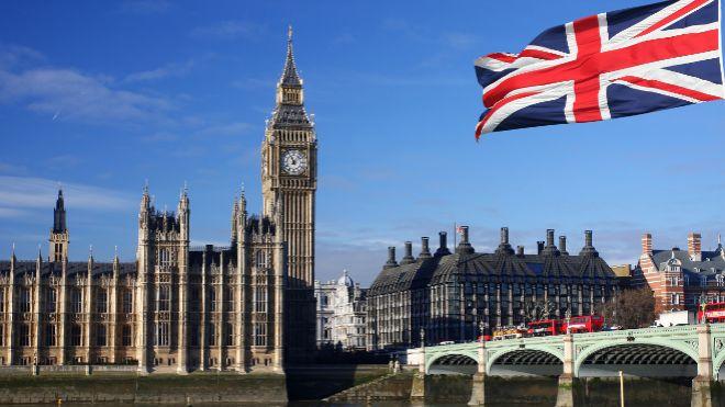 Endeudamiento del Reino Unido muestra la primera caída anual desde el inicio de la pandemia