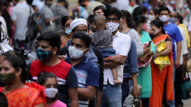 Contagios y decesos por COVID-19 en India comienzan a bajar