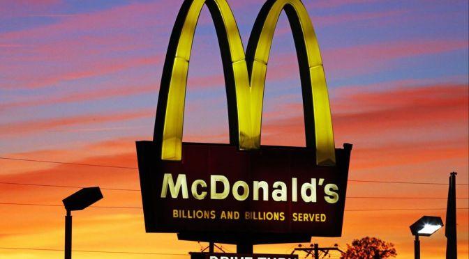 Activistas bloquean bodegas de McDonald's en Reino Unido