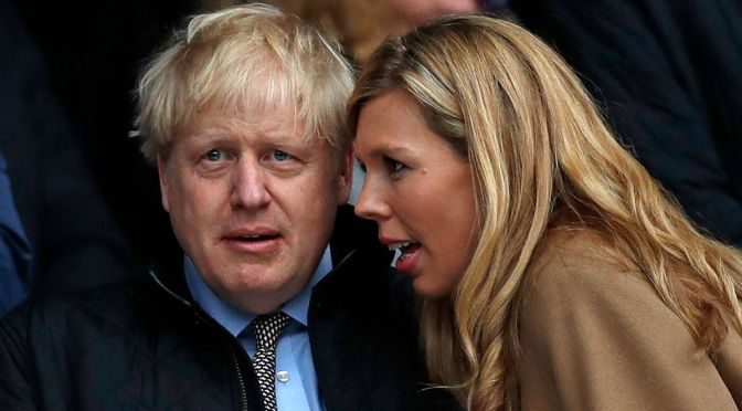 Boris Johnson y su prometida se casan en un acto privado