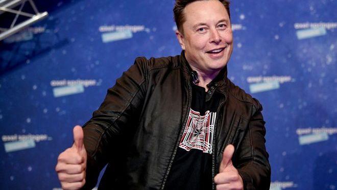 Elon Musk dice que Tesla mira a Rusia como un potencial centro de producción