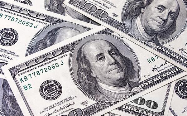 Dólar arranca mes con retroceso