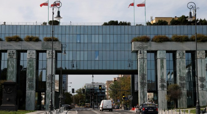 desalojan Corte Suprema de Polonia por amenaza de bomba