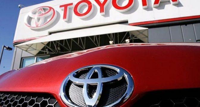 Inversores reprenden a Toyota por cuestionar la prohibición de los automóviles de combustión