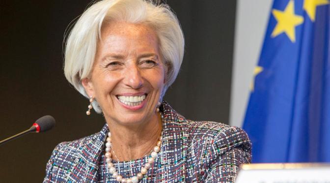 Zona euro está en un punto de inflexión pero es demasiado pronto para debatir ayuda del BCE: Lagarde