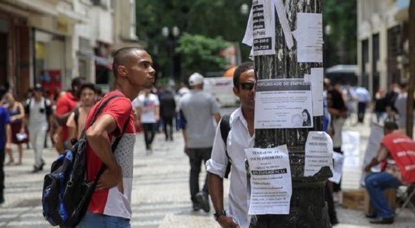 Tasa de desempleo de Brasil se mantuvo en un máximo histórico del 14.7%