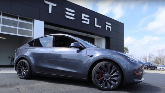 Tesla retira casi 6,000 coches estadounidenses por tornillos potencialmente sueltos