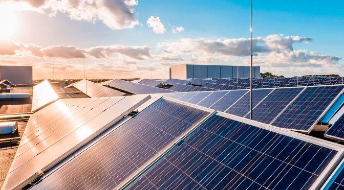 Estados Unidos prohíbe las importaciones de material de paneles solares de una empresa china