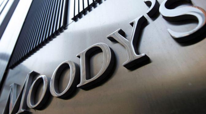 Moody's rebaja algunas calificaciones de deuda y depósito sin garantía senior de Credit Suisse