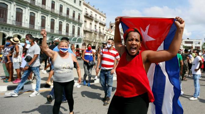 Cubanos salen a protestar por desabasto y aumento de precios