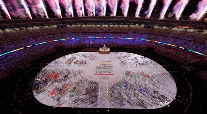 Atletas desfilaron en un estadio vacío mientras Tokio 2020 arrancan a la sombra de la pandemia