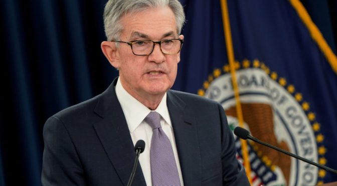 Powell apuesta a que la economía navegará por un bien pese a nuevo aumento del coronavirus