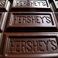 Hershey aumenta la previsión de ventas para todo el año