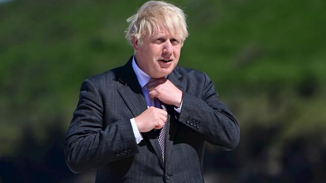 Primer Ministro del Reino Unido revoca el plan para saltarse la cuarentena después de la exposición a COVID