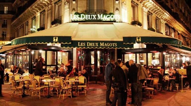 Cafés de Francia renuentes a exigir constancias COVID